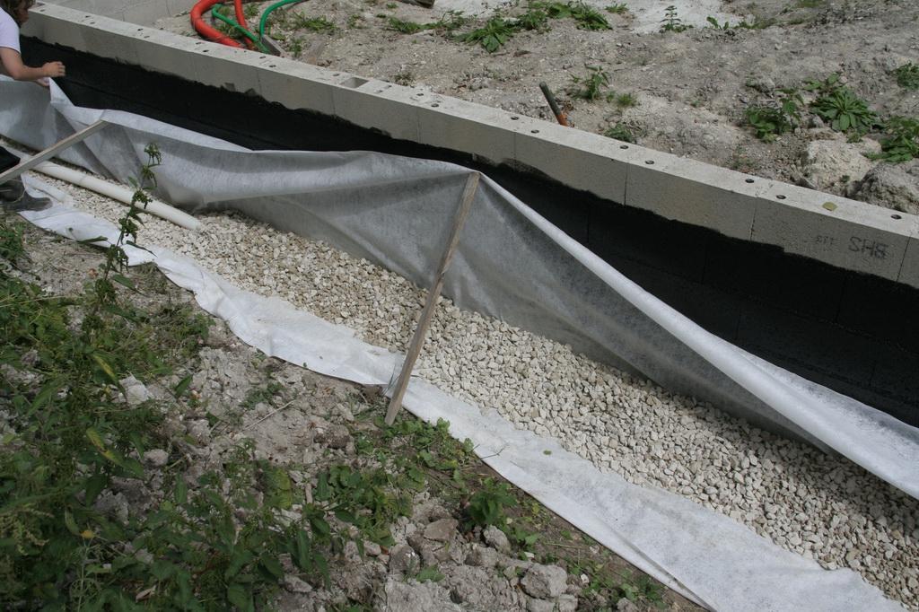 Drainage ca nous botte de construire une maison en paille for Drainage autour d une terrasse